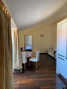 A seating area at Hotel Villa Cittar