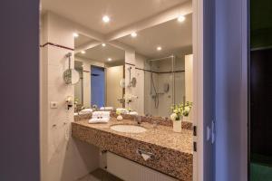 Ein Badezimmer in der Unterkunft Globana Airport Hotel