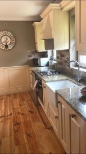 A kitchen or kitchenette at Kilcloon Self Catering Cottages & Studios