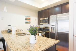 A kitchen or kitchenette at 18 N Street NW