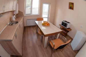 A kitchen or kitchenette at Guest House Family Comfort