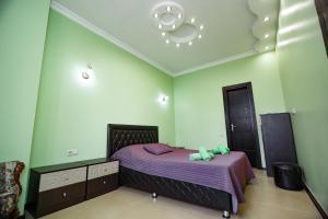 A bed or beds in a room at Apartment on Javakhishvili