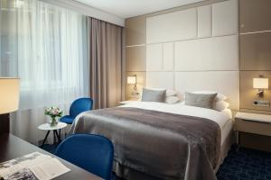 A bed or beds in a room at Hotel KINGS COURT