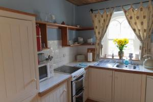 A kitchen or kitchenette at Anne's Grove Miniature Castle