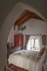 A bed or beds in a room at Anne's Grove Miniature Castle