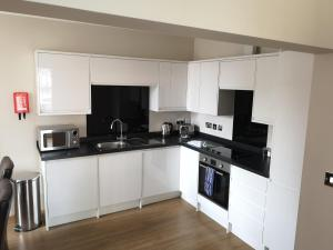 A kitchen or kitchenette at Francis Druett House by flying butler
