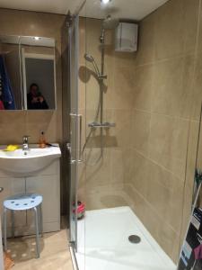 A bathroom at Penzer Cottage