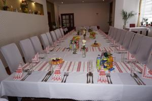 A restaurant or other place to eat at Hotel Guľa