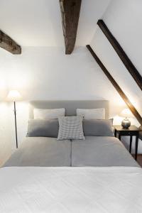 Ein Bett oder Betten in einem Zimmer der Unterkunft Moderne trifft auf Fachwerk