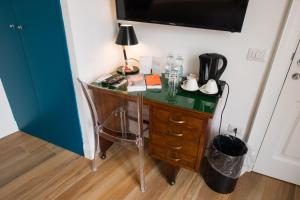 A television and/or entertainment center at Santa Chiara Boutique Hotel