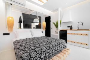 A bed or beds in a room at Portara Seaside Luxury Suites