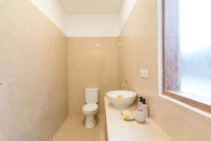 A bathroom at Charlies Shack Lombok