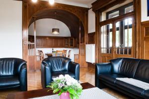 Ein Sitzbereich in der Unterkunft Beletage (Villa)