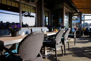 Ein Restaurant oder anderes Speiselokal in der Unterkunft Hotel Meyer