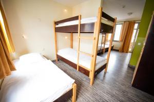 Ein Etagenbett oder Etagenbetten in einem Zimmer der Unterkunft Backpackers St. Pauli