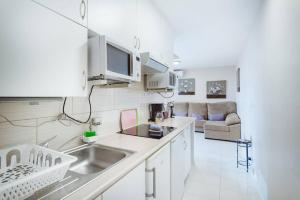 Una cocina o zona de cocina en Playa del Ingles 540
