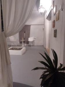 A bathroom at VILLA CHARAF BOUGAINVILLIER