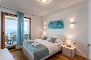 A bed or beds in a room at Apartments Lea