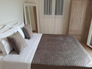 A bed or beds in a room at Apartment Laoura