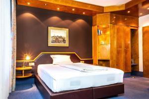 A bed or beds in a room at Hotel & Restaurant Knote