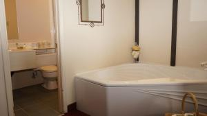 A bathroom at McIntosh Country Inn & Conference Centre