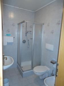 A bathroom at Hotel Saxl