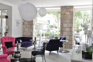 A restaurant or other place to eat at Hotel La Villa Nice Victor Hugo