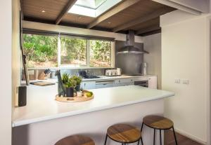 A kitchen or kitchenette at Fernview on Falls