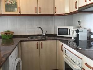 A kitchen or kitchenette at Estudio frente al mar Sitges.