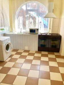 A kitchen or kitchenette at Guest House Vodoley