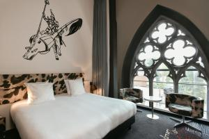 A bed or beds in a room at Martin's Dream Hotel