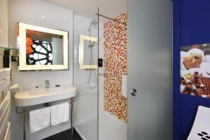 A bathroom at Martin's Dream Hotel