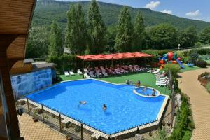 A view of the pool at Dahovskaya Sloboda Hotel or nearby