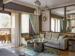 A seating area at Jumeirah Dar Al Masyaf