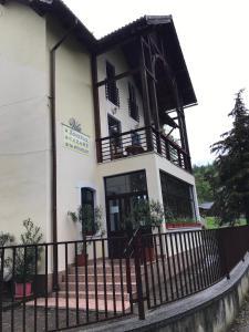 Clădirea în care este situat/ăvila