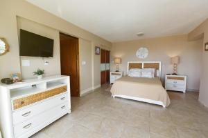 A bed or beds in a room at Island Charm Culebra