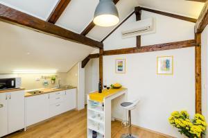 Una cocina o zona de cocina en Apartments Racic
