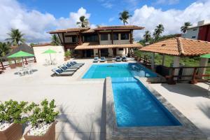 The swimming pool at or near Pousada Costa do Cacau