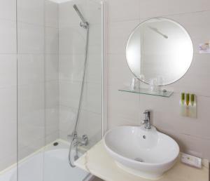 A bathroom at Mareta View - Boutique Bed & Breakfast