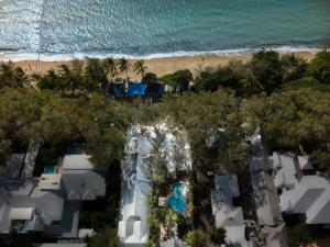 A bird's-eye view of Paradise On The Beach Resort
