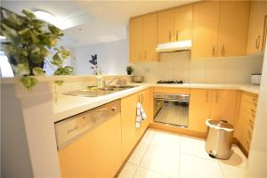 A kitchen or kitchenette at Sydney 3 bedroom apt in Chinatown, next to Darling Harbour