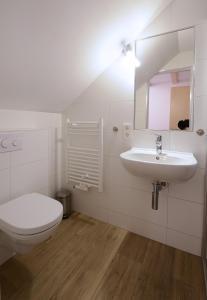 Ein Badezimmer in der Unterkunft Reethaus Seeadler