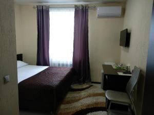 Кровать или кровати в номере Ost-roff Hotel