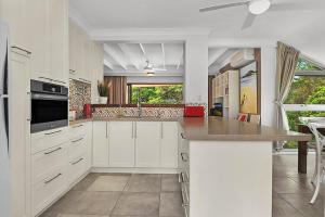 A kitchen or kitchenette at Beachfront 7 Penthouse - Sawtell, NSW