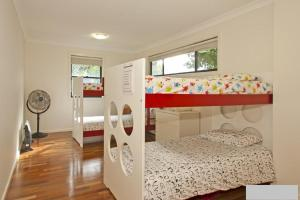 A bunk bed or bunk beds in a room at Hibiscus House - Sawtell, NSW