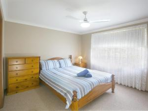 A bed or beds in a room at Robys Retreat - Sawtell, NSW