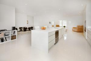 A kitchen or kitchenette at Serenity - Beauty on the water
