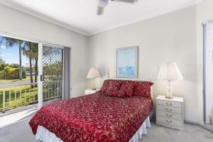 A bed or beds in a room at Solitaire 1 - Sawtell, NSW
