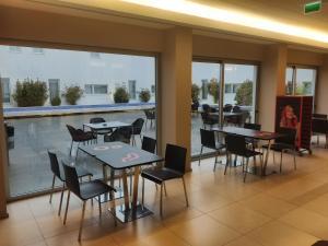 Um restaurante ou outro lugar para comer em Moov Hotel Évora