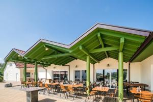 Ein Restaurant oder anderes Speiselokal in der Unterkunft Hotel Hofgut Tiergarten